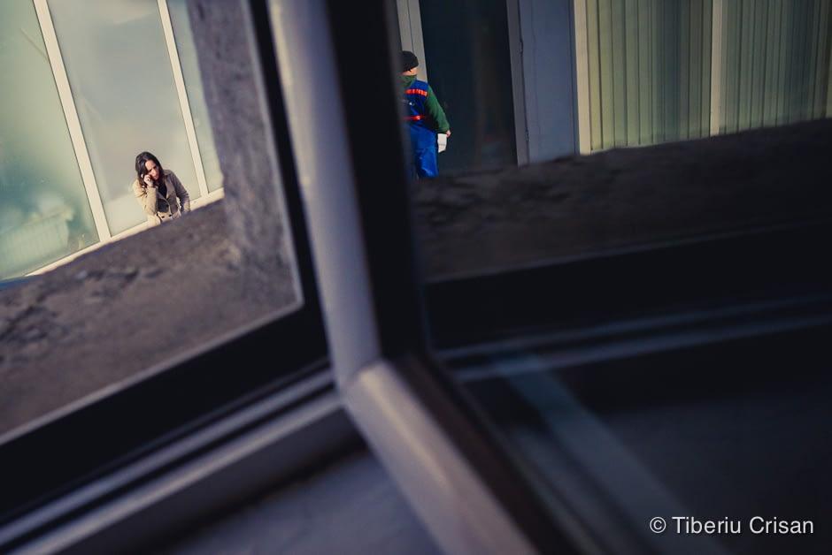 Lumi diferite - un barbat si o femeie la Dimitrov, Bucuresti. Fotografie facuta cu Leica X1