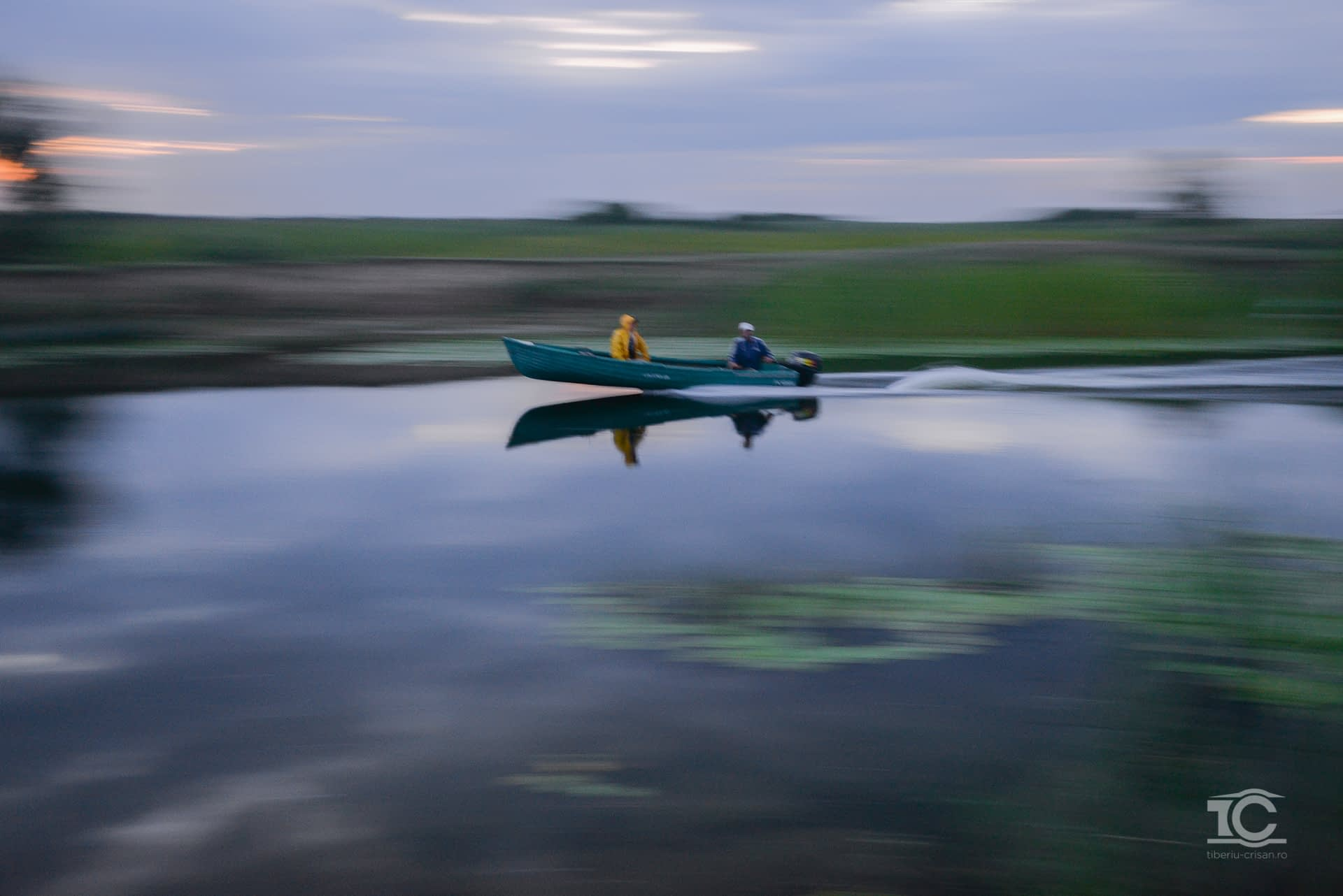 Barca pe un canal din Delta Dunarii