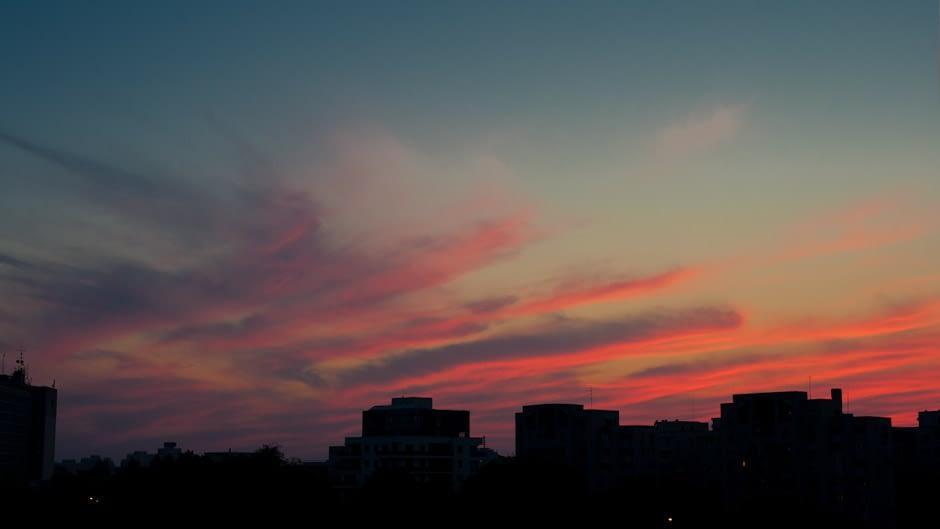 Apus de soare in Bucuresti, vazut de la Parcul Circului